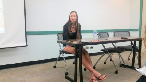 Marina Hruba speaks to newswriting reporters from  a variety of high schools around the island.